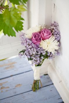This lilac bouquet is exquisite! Love the soft touch of pale lilac color.