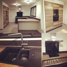 Salon en bois d 39 acacia et chaises transparentes home for Cuisine winoka cuisinella