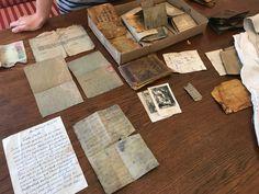 Dokumenty, bilety, monety, modlitewniki, a także ubrania i inne przedmioty codziennego użytku. Wszystko spoczywające pod ziemią od ok. 70 lat.