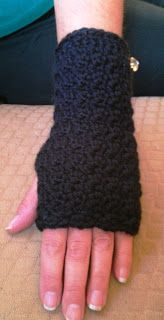 The Adventures of a Yarnaholic Mommy: Free Pattern Friday: Crochet Hand/Wrist Warmers