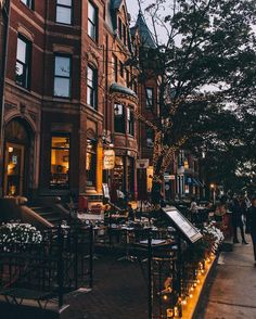 "Joe (@joethommas) on Instagram: ""Evening bustle on Newbury Street."""