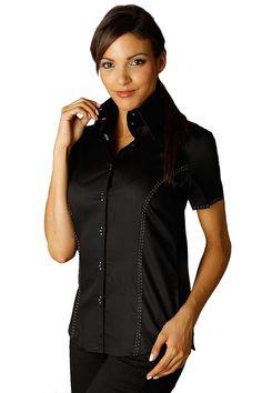 La chemise femme manches courtes noire aux surpiqûres rose est un modèle  inédit ! Sa boutonnière 1bdd2ae5a949
