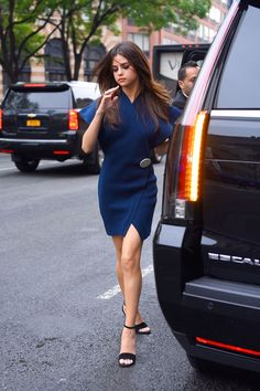 Selena Gomez promoted her new single, Bad Liar, in NYC on Monday, June wearing six amazing outfits; see the style photos here! Selena Gomez Facts, Style Selena Gomez, Fotos Selena Gomez, Selena Gomez Outfits, Selena Gomez Pictures, Selena Selena, Selena Gomez Trajes, Marie Gomez, Looks Cool