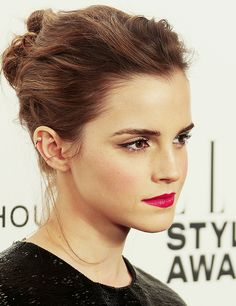Emma Watson wore the Sophie Bille Brahe Petit Perle Ear Cuff to the Elle Style Awards 2014 at one Embankment on February 2014 in London, England. Lily Collins, Enma Watson, Emma Watson Images, Fangirl, Elle Style Awards, Woman Crush, Wedding Makeup, Makeup Inspiration, My Hair