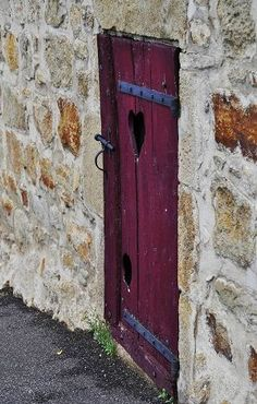 reminds me of the door to the cellar at my Grandma's farmhouse in Festus, Missouri.