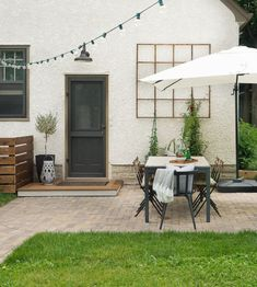 Laying a brick paver patio in your backyard is a low maintenance and beautiful way to create an al fresco entertaining space you'll be able to enjoy for decades to come. Patio Steps, Diy Patio, Backyard Patio, Pergola Patio, Backyard Landscaping, Modern Backyard, Pergola Kits, Pergola Ideas, Backyard Ideas