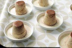 Pecan bavarian with baileys cream Dariole Moulds, Hot Chocolate Milk, A Food, Good Food, Sugar Eggs, Baileys Irish Cream, Serving Plates, Plated Desserts, Custard