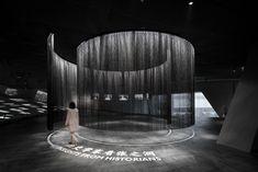 Museum of Zhang Zhidong in Wuhan - Stones Design Lab. Museum Exhibition Design, Exhibition Display, Exhibition Space, Design Museum, Bühnen Design, Display Design, Showroom Interior Design, Dark City, Museum Displays