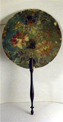 >y< Antique hand fan Antique Fans, Vintage Fans, Hand Held Fan, Hand Fans, Chinese Fans, Fan Decoration, Hat Pins, Asian Art, Decorative Accessories