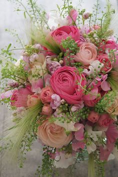 Solve Bouquet jigsaw puzzle online with 70 pieces Vintage Flower Arrangements, Beautiful Flower Arrangements, Vintage Flowers, Fresh Flowers, Pretty Flowers, Pink Flowers, Flower Aesthetic, Flower Images, Flower Boxes