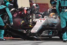 Bahrain GP 2017, Hamilton pit stop
