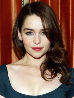 Emilia Clarke's Highly Covetable Skin-Hair Contrast. The rich hair brings out her peaches and cream complexion.