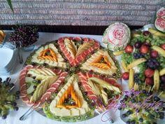 Masa de fructe, bar de fructe, fructe sculptate Waffles, Bar, Breakfast, Food, Breakfast Cafe, Essen, Waffle, Yemek, Meals