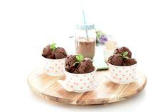 Receta de Helado de chocolate negro con Thermomix®. Ahora que el calor aprieta, haz tus propios helados con menos grasas y menos azúcares. Todo casero.