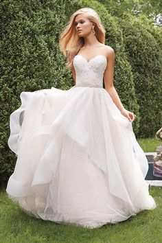 Wedding gown by Alvina Valenta.Check out more gorgeous dresses in our Alvina Valenta gown gallery ?