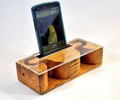 Amplificador de teléfono madera por ThreeBirdsCrafts en Etsy Wooden Speakers, Diy Speakers, Iphone Speakers, Diy Phone Stand, Speaker Box Design, Small Wood Projects, Ideias Diy, Wood Tools, Wooden Gifts