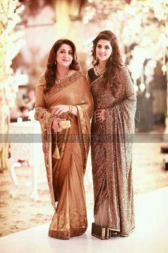 Bridal Mehndi Dresses, Pakistani Wedding Outfits, Pakistani Bridal Wear, Pakistani Wedding Dresses, Pakistani Dress Design, Saree Wedding, Wedding Wear, Trendy Sarees, Stylish Sarees