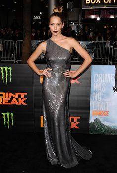 Teresa Palmer en robe Prada à la première de Point Break à Los Angeles