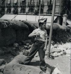 Gerda Taro, je vous en parlais il y a 2 jours avec la biographie romancée, En attendant Robert Capa , qui raconte ses années communes avec le célèbre photographe Robert Capa. Le grand public l'ignore souvent mais Gerda Taro était également devenue photographe...