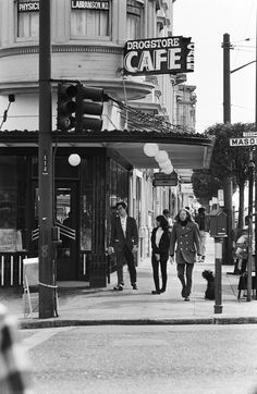 Corner of Haight and Masonic -where Magnolia is now - during the Summer of Love Vintage Photography, Street Photography, Fashion Photography, Haight Ashbury, Swinging London, Street Portrait, San Francisco California, Through The Looking Glass, Best Photographers