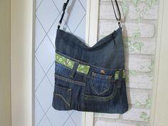 Upcycling Jeanstasche, kleine Umhängetasche, extralanger Gurt 1,25 m, mit Reißverschluss
