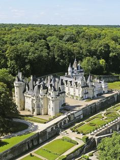 12 Gorgeous Châteaus to Visit in France's Loire Valley