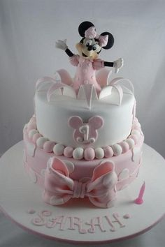 minnie mouse cake this is so sweet Minni Mouse Cake, Mickey And Minnie Cake, Bolo Mickey, Minnie Mouse Birthday Cakes, Mickey Cakes, Birthday Cake Girls, Pink Minnie, 2nd Birthday, Birthday Ideas
