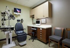 AMR- another example of the layout of the exam room. This is the exact chair in my other room. Clinic Interior Design, Clinic Design, Optometry Office, Medical Office Design, Treatment Rooms, Office Makeover, Office Interiors, Optical Shop, Office Ideas