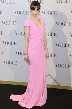 Premios Vogue Joyas 2013. En rosa candy –el color clave de la temporada– y con un romántico vestido largo con un lazo en el talle: así asistió la actriz Leticia Dolera a los premios. Su diseño era una creación de Miriam Ocáriz.