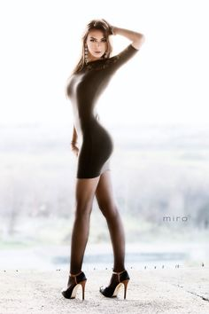 pantyhose tights nylons stockings collant pantimedias strumpfhose legs high heels dress skirt pretty sexy girl woman fetish