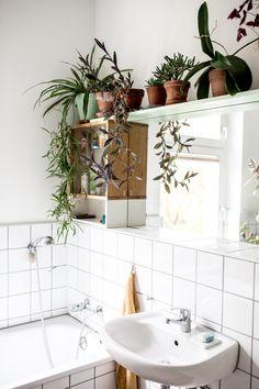 Alex Bender home von Sweet Home, Design Blog, Bathroom Inspo, Minimalist Design, Indoor Plants, Room Inspiration, Minimalism, Living Spaces, Home And Garden