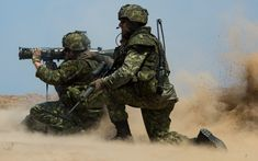 Canadian soldiers firing the Carl Gustav anti-tank system during exercise RIMPAC in summer Canadian Soldiers, Canadian Army, Arsenal, Force Pictures, Marine Corps Bases, Royal Canadian Navy, Heavy Machine Gun, Camp Pendleton