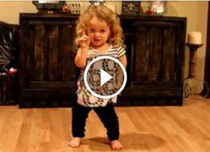 Ez az 5 éves kislány, mindenkit elvarázsol a táncával! Elképesztő, milyen ritmusérzéke van!