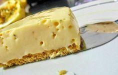 A Torta Mousse de Maracujá é fácil de fazer, econômica e deliciosa. Faça para a sobremesa dos seus familiares e convidados e arrase! Veja Também: Torta de