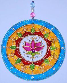 Mandala Art, Mandala Drawing, Cd Crafts, Diy And Crafts, Arts And Crafts, Mosaic Art, Mosaic Glass, Stained Glass, Recycled Cds