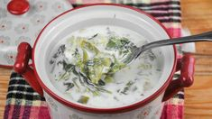 Ciorba de salata verde cu muuulta verdeata - delicioasa si ieftina Cheeseburger Chowder, Food, Youtube, Green, Salads, Essen, Meals, Yemek, Youtubers