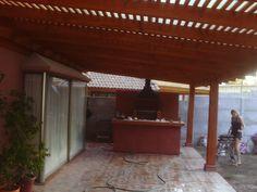 PERGOLAS Y QUINCHOS: quinchos Backyard Kitchen, Outdoor Kitchen Design, Backyard Patio, Pergola Swing, Pergola Ideas, Patio Ideas, Bbq, Shades, Outdoor Structures