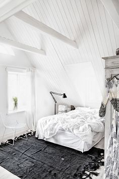 White Bedroom Interior Design Ideas & Pictures, Create a clean, calm sleeping space by using white decor in your bedroom. White can be the perfect base for any bedroom design. White Interior, Home Decor Inspiration, Home Bedroom, Bedroom Interior, Bedroom Design, Interior Design Bedroom, Beautiful Bedrooms, Attic Bedroom Designs, House Interior