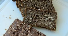 Dette glutenfrie rugbrød er groft og utroligt lækkert af et ikke-rugbrød at være. For at give det glutenfrie brød en mørk farve, er der ti...