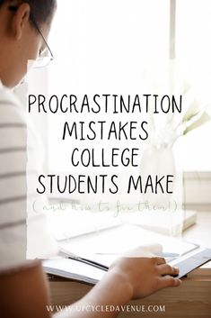 Procrastination Mistakes College Students Make and How to Fix Them - Tips to overcome procrastination for college students. Motivation hacks for increasing your productivity and getting things done on time (or maybe even early! Good Study Habits, Study Tips, Scholarships For College, College Students, College Life Hacks, College Tips, Looking For Employees, Back To College, Study Techniques
