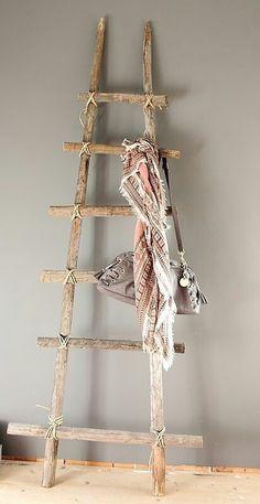 #idee voor de handdoeken tegen de muur tussen douche en kast