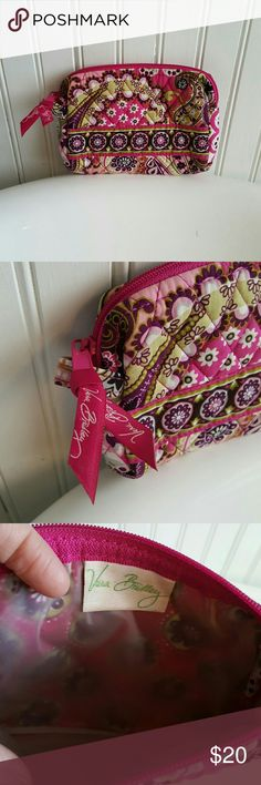 GREAT Condition Vera Bradley Cosmetic Bag! Selling a GREAT Condition Vera Bradley Cosmetic Bag! This bag is plastic lined to keep from staining! Beautiful pattern, gorgeous colors! Measurements are 7.5 inches wide and 5.5 inches deep. Vera Bradley Bags Cosmetic Bags & Cases