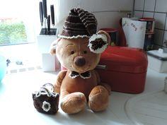 auch ein Teddy braucht was zum anziehen.