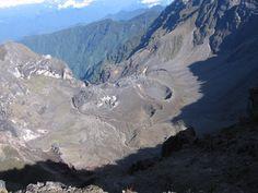 Informe Especial Guagua Pichincha N. 5 - 2015  Foto 1. Actividad fumarólica del 02/05/2015 en el volcán Guagua Pichincha. Fuente: R. Viracucha.