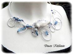 Défi novembre Arctique Collier fil aluminium blanc bleu céramique : Collier par douce-fantaisie sur ALittleMarket.