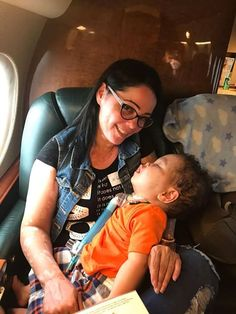 Your contributions to Hurricane Maria relief in Puerto Rico are making a difference. When we delivered a shipment, a mother was waiting with her sweet son who had to use oxygen to stay alive. With the help of Laura Posada, we transported the mother and her son to the United States so he could get the medical care he needed. Our latest shipment has arrived in Puerto Rico and is now being delivered to people in need.