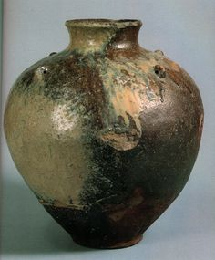 Old Tokoname jar made in the town of that name. Ceramic :  high-fired stoneware of iron-rich clay.