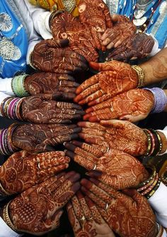Also known as henna. Applying Mehndi is a common tradition in India. Women apply Mehndi during weddings and other occasions. Mehndi Tattoo, Henna Tatoos, Henna Mehndi, Henna Art, Hand Henna, Arabic Henna, Indian Tattoos, Mehendi, Teej Festival
