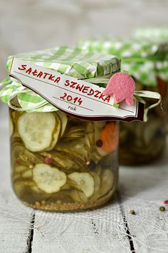 Sałatka szwedzka na zimę Homemade Pickles, Pickle Jars, Meals In A Jar, Flower Plates, Polish Recipes, Canning Recipes, Healthy Salads, Tasty Dishes, Preserves