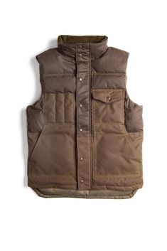 Filson Cruiser Down Vest - Super warm and rugged, perfect for men who love the outdoors. Preppy Fall Outfits, Fall Fashion Outfits, Mens Fashion, Casual Outfits, Outdoor Outfit, Outdoor Vest, Outdoor Jackets, Mens Outdoor Clothing, Vw Vintage